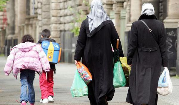 Pengusiran atas Ibu Berjilbab Antar Anak Wisata Sekolah Tuai Kecaman