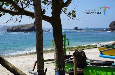 Wonderrfull Indonesia : Panorama Mempesona Di Puncak Siti Hinggil Tanjung Papuma Jember