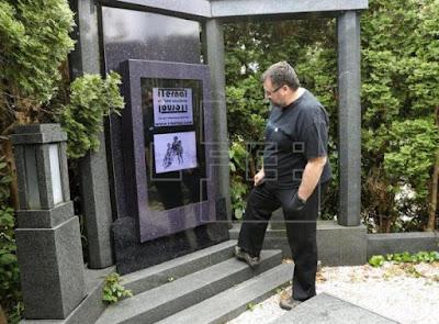 2. lapida digital mundo tecnologica cementerios