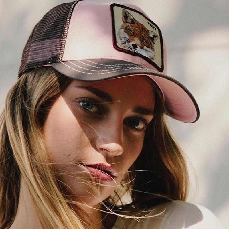 La marca de gorras que llevan todos los famosos