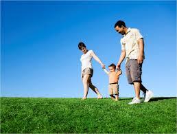 Foto Ayah, Ibu dan Anak Kecil