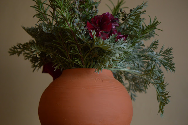 small sunny garden, desert garden, monday vase meme, amy myers, photography, pelargonium, geranium, flower arrangement