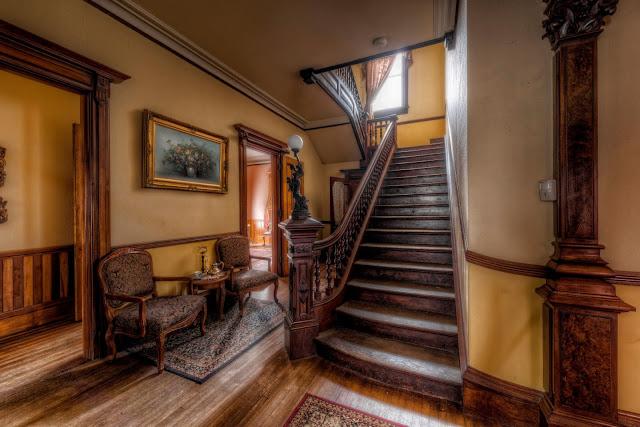 Escaleras principales