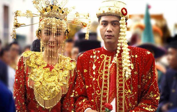 Baju Pengantin Adat Betawi DKI Jakarta