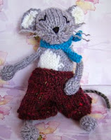 http://www.ravelry.com/patterns/library/mungo-mouse-2