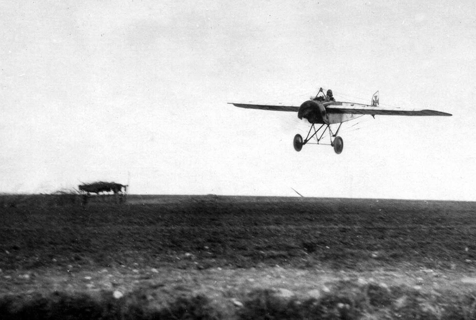 A German Pfalz E.I prepares to land, April 1916.
