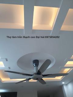 tho-lam-vach-tuong-thach-cao-tai-long-bien
