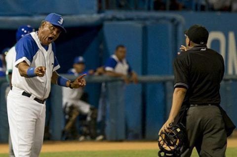 El manager cubano más seguido y enjuiciado, recién se estrenó en la 57 Serie Nacional de Béisbol (SNB) al frente de los Leones de la capital.