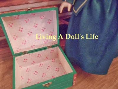 http://livingadollslife.blogspot.com/2013/11/htm-felicitys-travel-trunk.html