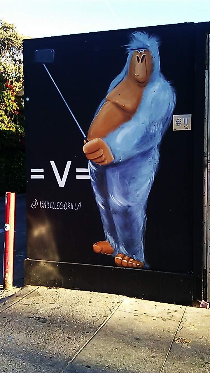 https://2.bp.blogspot.com/-Pe-ehHG0E_E/Vp1nNGQH4bI/AAAAAAAAAQ0/qVSWJ-P9hMs/s1600/me.Venice.Rose.Ave.gorilla.mural.GOOD.jpg