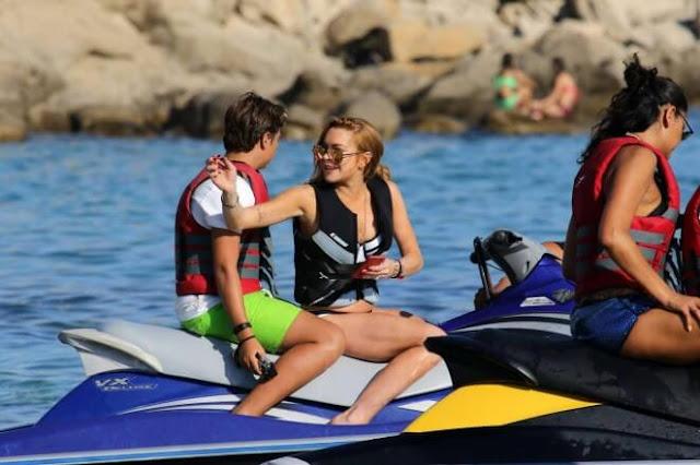 Lindsay Lohan – Bikini Candids
