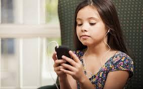 Jovens com alto uso de mídias digitais têm mais risco de ter déficit de atenção e hiperatividade, diz estudo