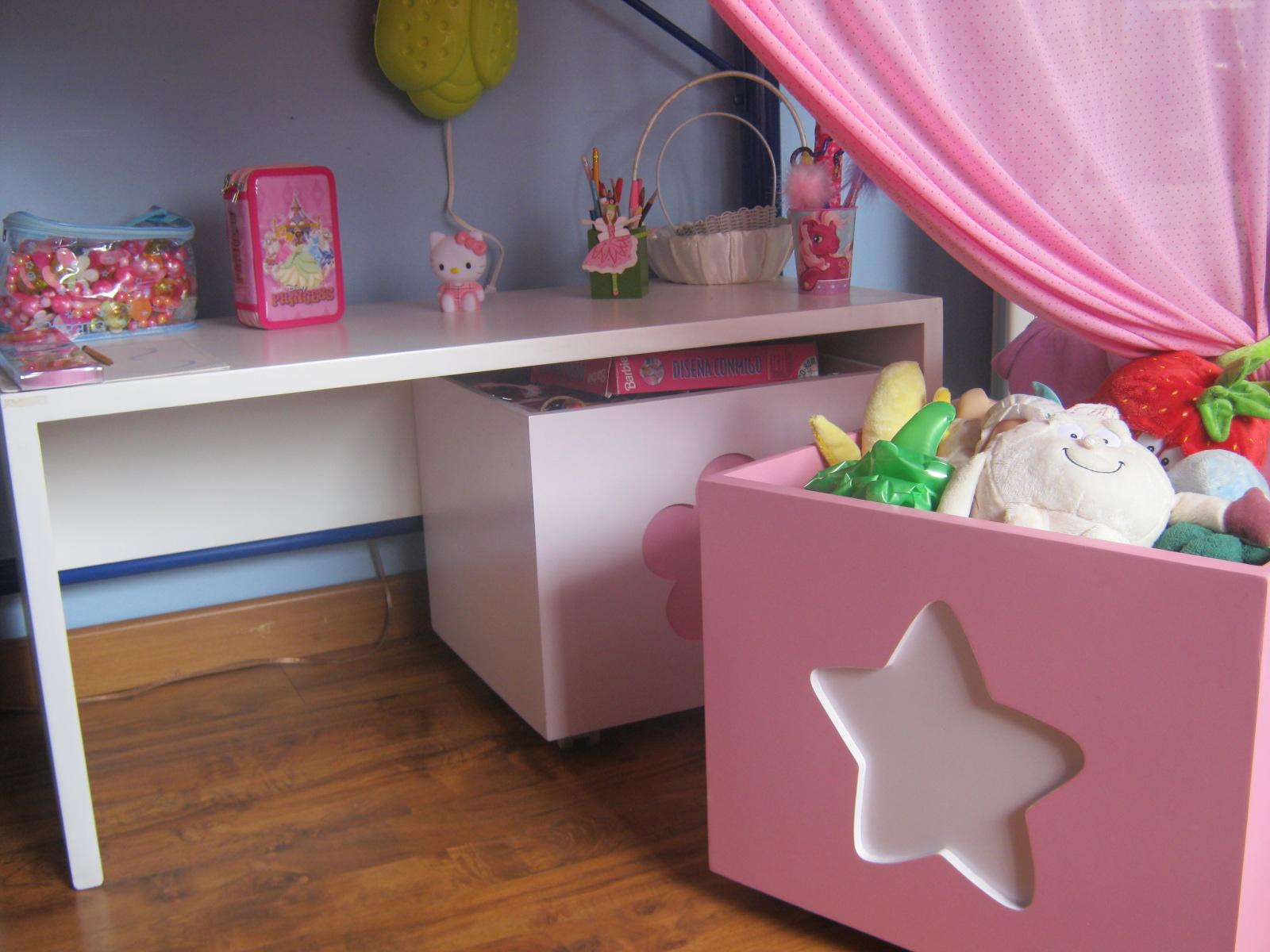 Handy mom nueva habitaci n para sofia - Muebles para guardar juguetes ...