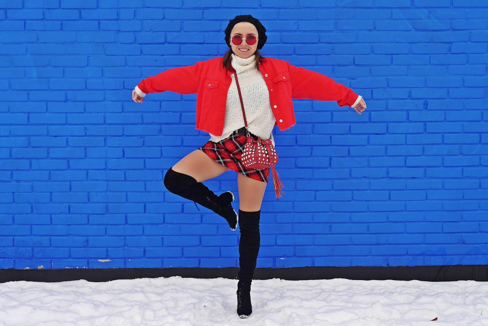 czerwna spódnica w kratę kozaki za kolano renee beret karyn blog modowy puławy