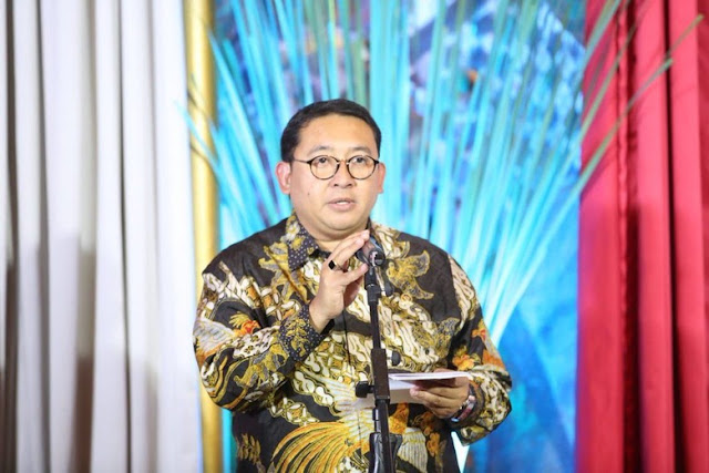 Fadli Zon Bikin Lagu Tangan Besi: Main Hakim Sendiri, Memperalat Aparat