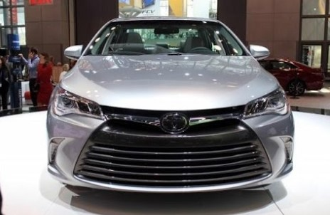 2019 Toyota Camry Hybrid Features & Specs