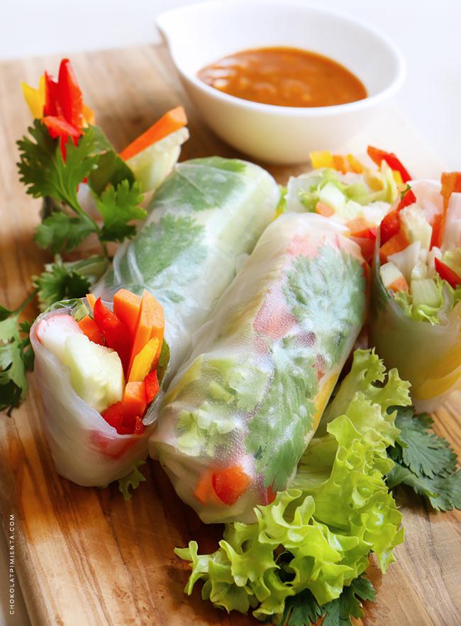 Rollos primavera con salsa de Maní