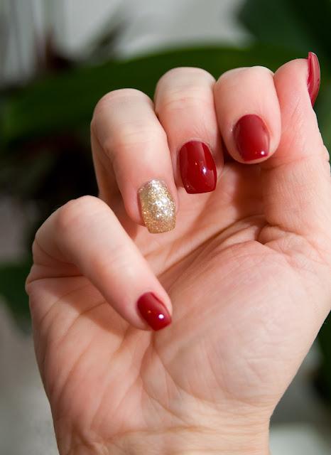 czerwone paznokcie klasyczny manicure Semilac Red Wine 028