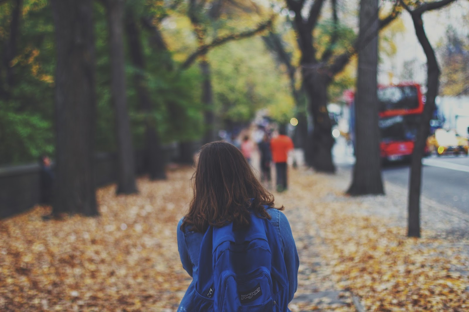 Girl walking - when is it safe for your child to walk to school alone? - motherdistracted.co.uk