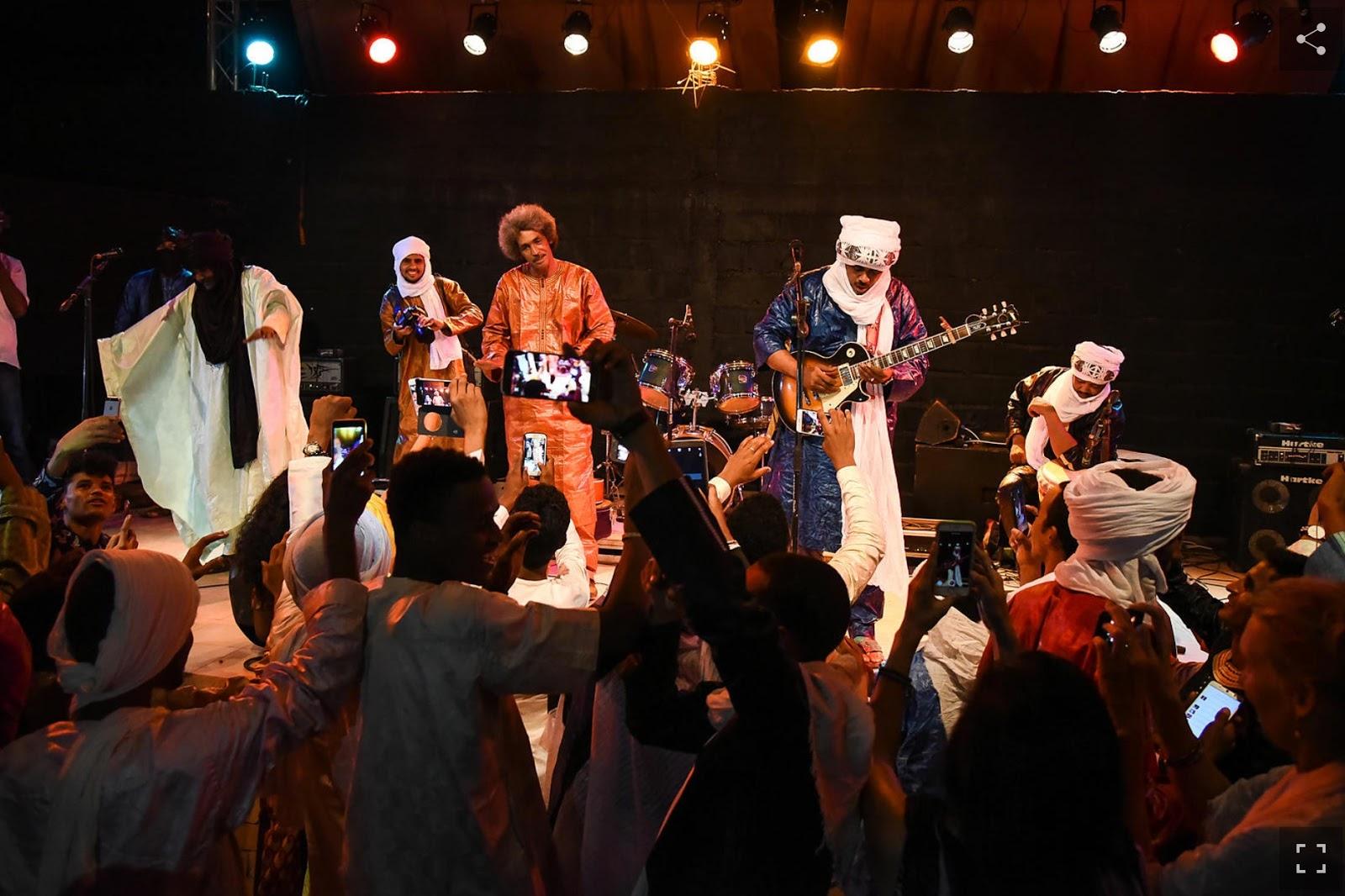 """برحيل بريس Berhil press ..الفرقة العالمية """"تيناريوين"""" في مهرجان كناوة وموسيقى العالم بالصويرة"""