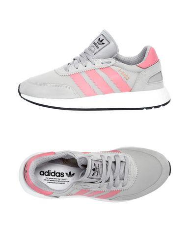 new products aede4 f5231 Le sneakers Adidas Originals per una donna grintosa