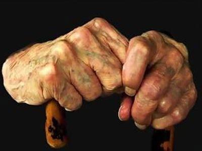 Πραγματικός γολγοθάς για 91χρονο - Αδίστακτη τον φυλάκισε για να του πάρει την περιουσία