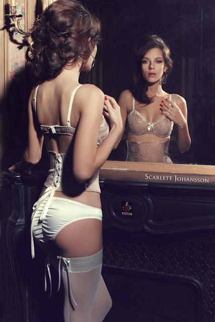 Scarlett-Johansson-hot-bikini-mirror-view