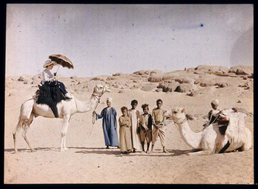 40 Old Color Pictures Show Our World A Century Ago - Autochrome Of Else Paneth On A Camel, 1913