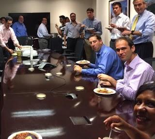 makan di kantor