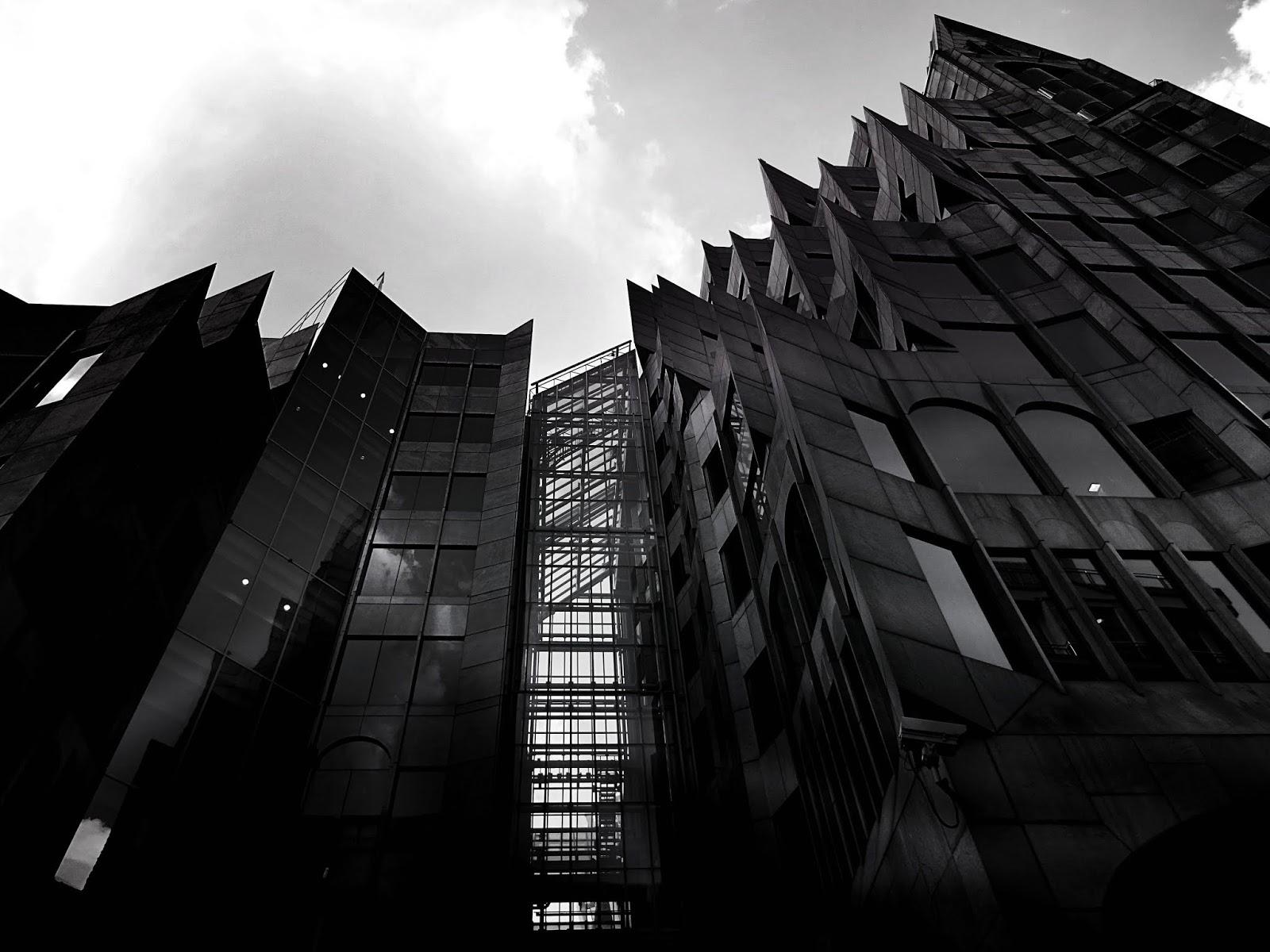 Tamamen Siyah Plazalar