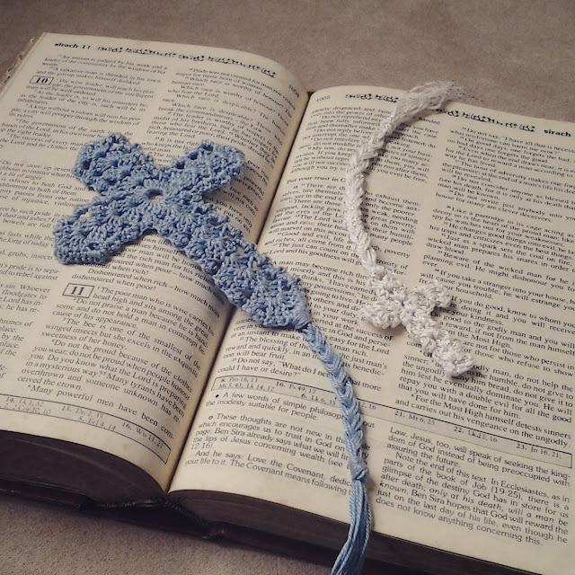 Big cross, little cross crochet bookmarks. Photo by nephithyrion