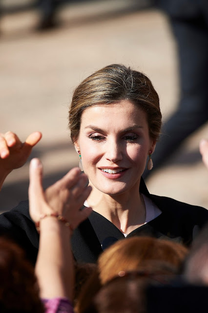 Queen Letizia visits City Hall and House of Culture of Villanueva de los Infantes. Queen Letizia wore Zara Coat and Magrit Sandals.