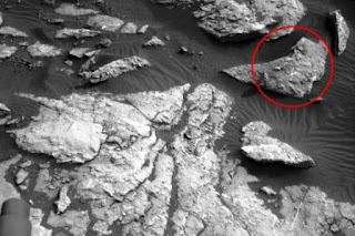 Asegura que descubrió una figura en la superficie del planeta rojo asombrosamente similar a una mujer.