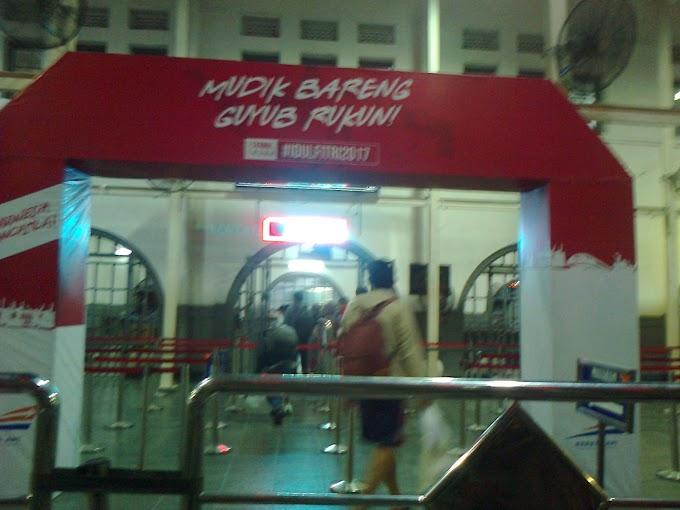 Mencoba KA Premium, di Mataram Premium