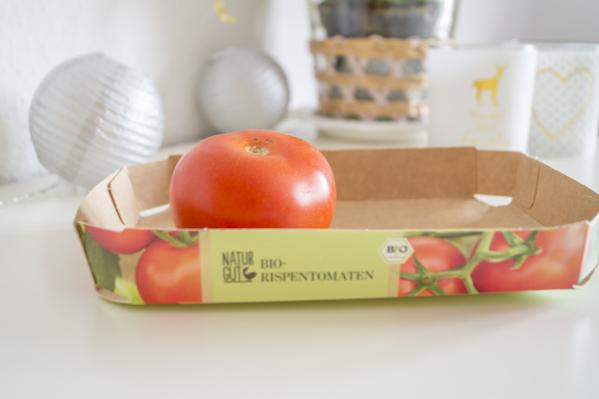 Karton mit Tomaten