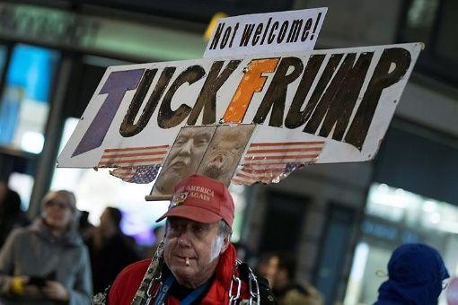 Protestan contra asistencia de Trump al Foro Económico en Suiza