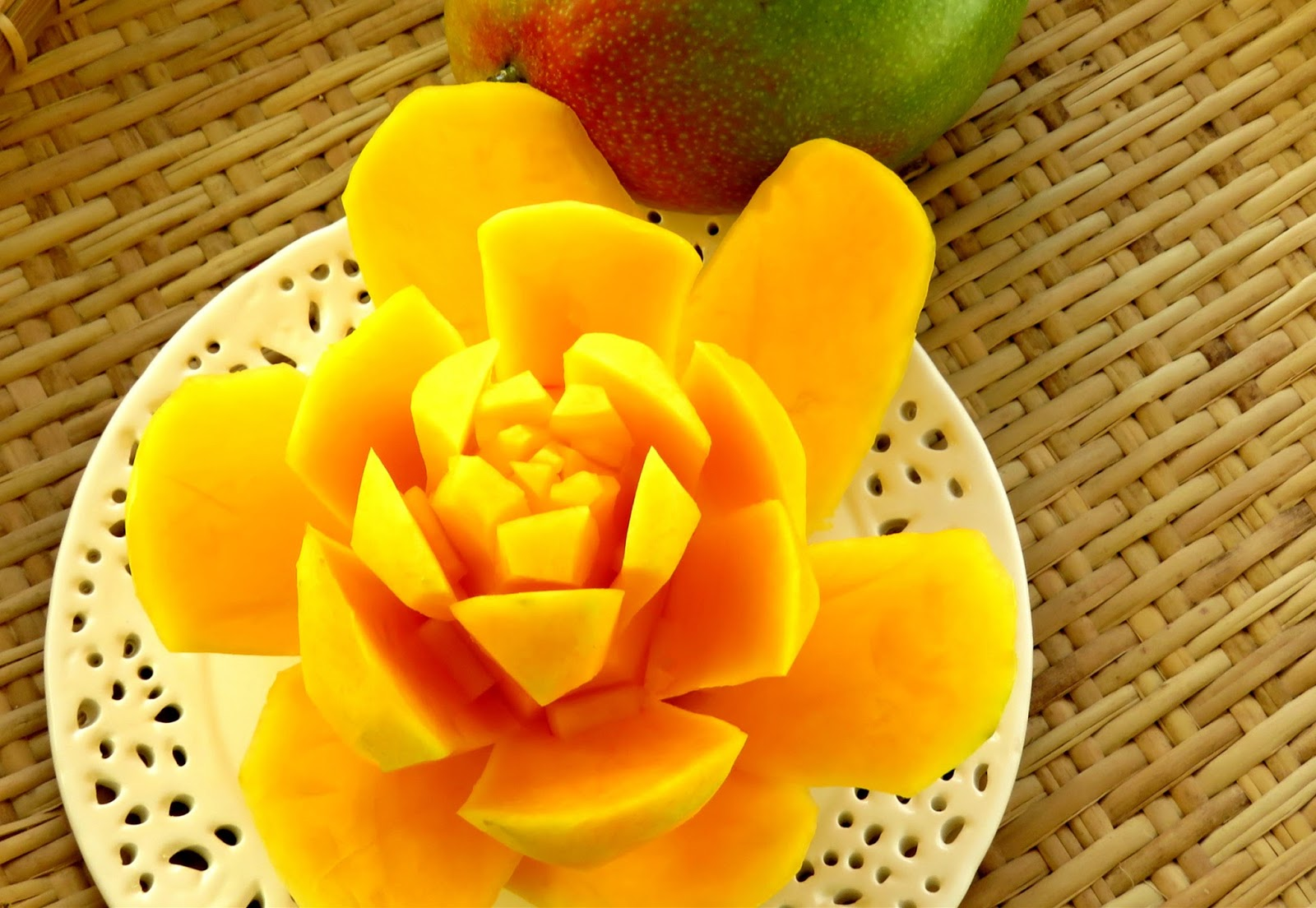 how to cut a mango into a flower