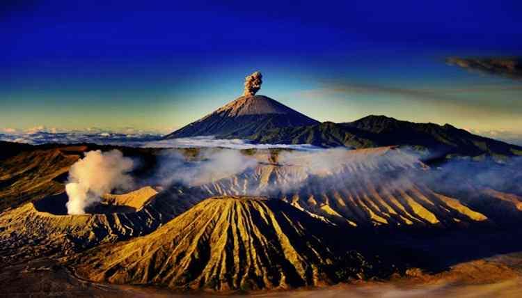 Gambar keunikan obyek wisata gunung bromo Jawa Timur, Indonesia