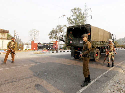 जम्मू कश्मीर के शोपियां में आतंकी हमला, पुलिस के 4 जवान शहीद