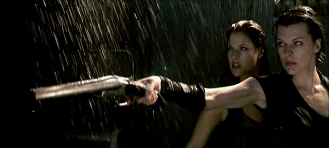 Milla Jovovich und Ali Larter treten in RESIDENT EVIL: AFTERLIFE wieder gemeinsam zum Kampf an
