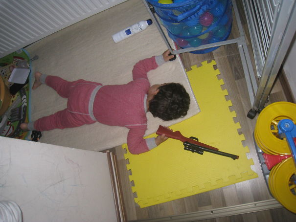 15+ Hilarious Pics That Prove Kids Can Sleep Anywhere - Fighting To The ... Sleep