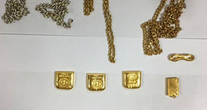 Detienen a hombre que llevaba un kilo de oro en el ano