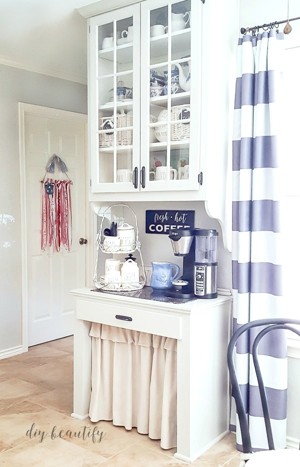 farmhouse kitchen with patriotic wall hanging