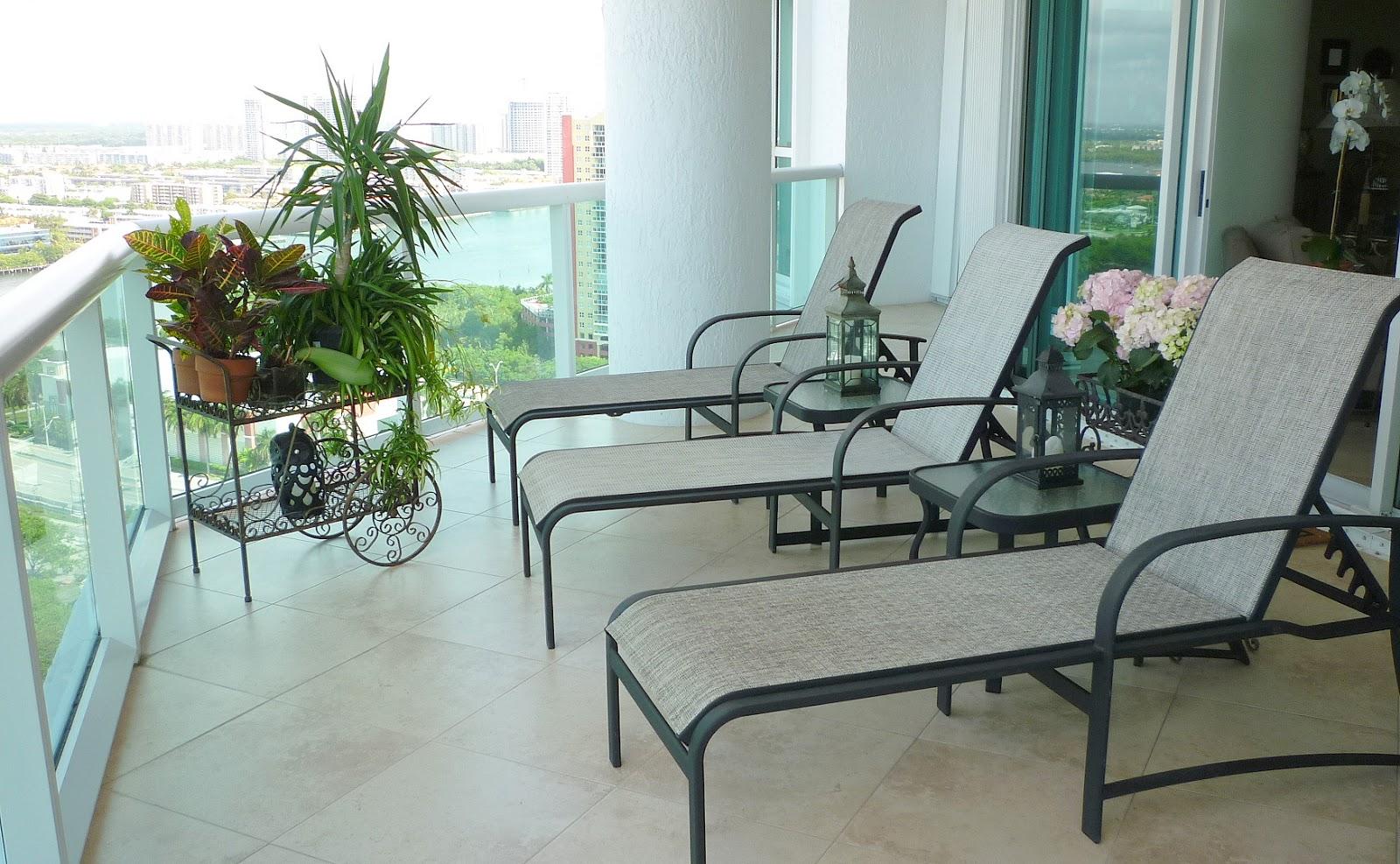 Robin Lechner Interior Designs: EXTERIOR DESIGN FOR