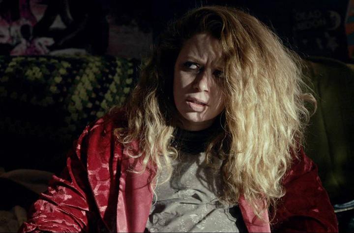 Natasha Lyonne em O Monstro Dentro de Você