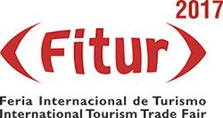 Logo Fitur, fondo blanco y letras en rojo con la plabra FITUR entre corchetes. En la parte superior derecha aparace el año (2017) y abajo el nombre completo: Feria Internacional de Turismo