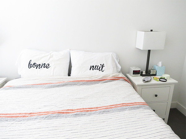 Minimalist bedroom decor