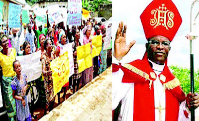 UNBELIEVABLE!!! CHURCH MEMBERS CAUSE HAVOC IN DELTA STATE PADLOCKS BISHOP, OTHER REVERENDS INSIDE CHURCH – THE DETAILS WILL SHOCK YOU (PHOTOS