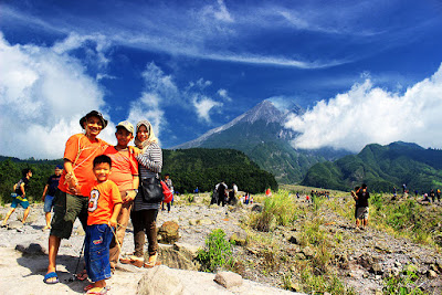 Wefie time to enjoy the beauty of peak's Mt Merapi