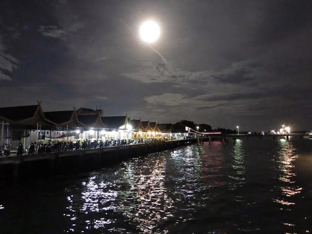 Pemandangan Malam Tanjung Uban